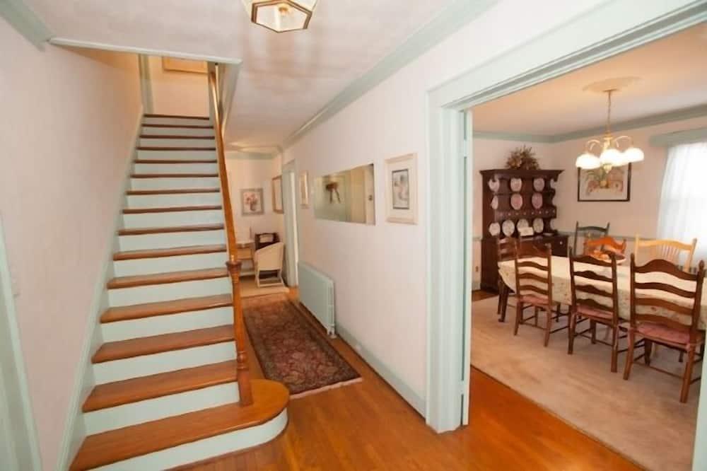 獨棟房屋, 5 間臥室 - 樓梯