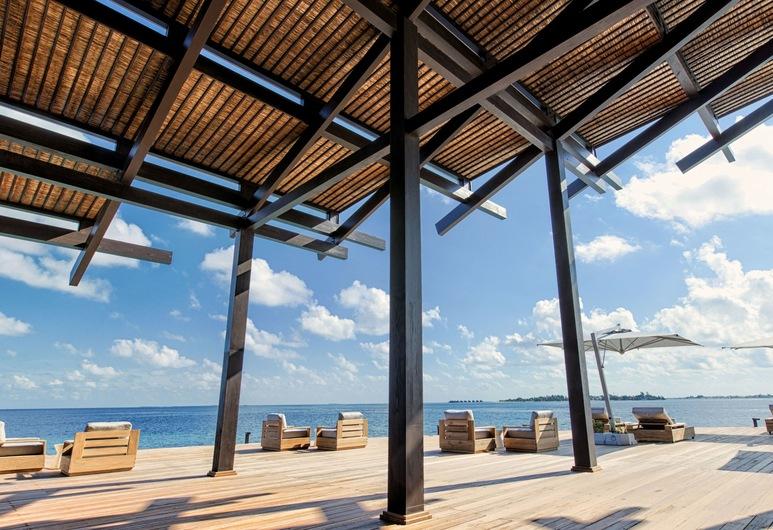 Kudadoo Maldives Private Island– Luxury All inclusive, Kudadhoo, Bar Hotel