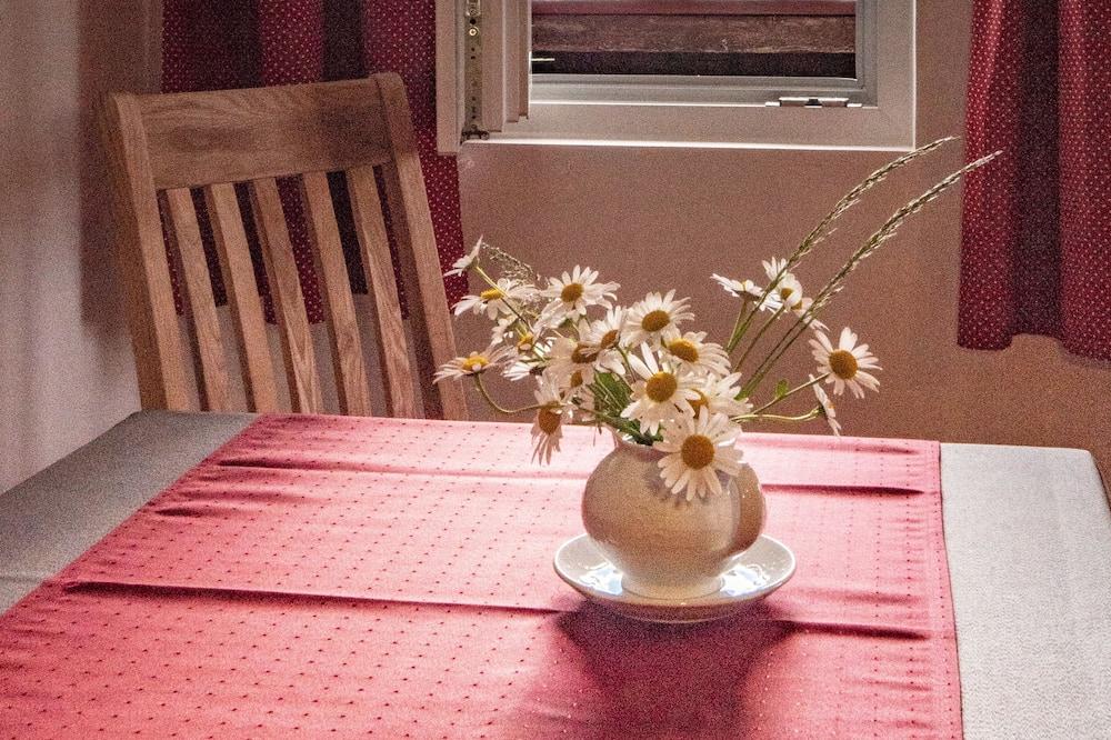 חדר סטנדרט זוגי (Bergfex) - אזור אוכל בחדר