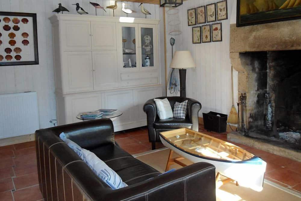 House, 2 Bedrooms (Maner Bihan) - Living Room