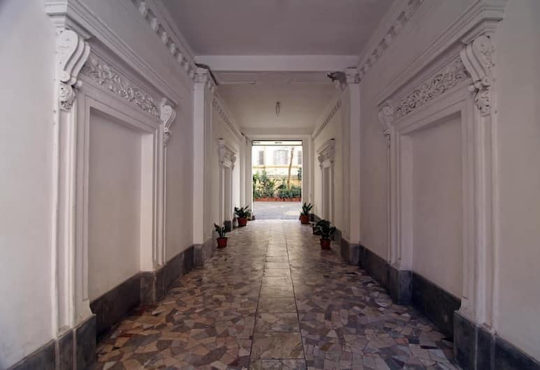호스텔 핑크 플로이드, 로마, 로비