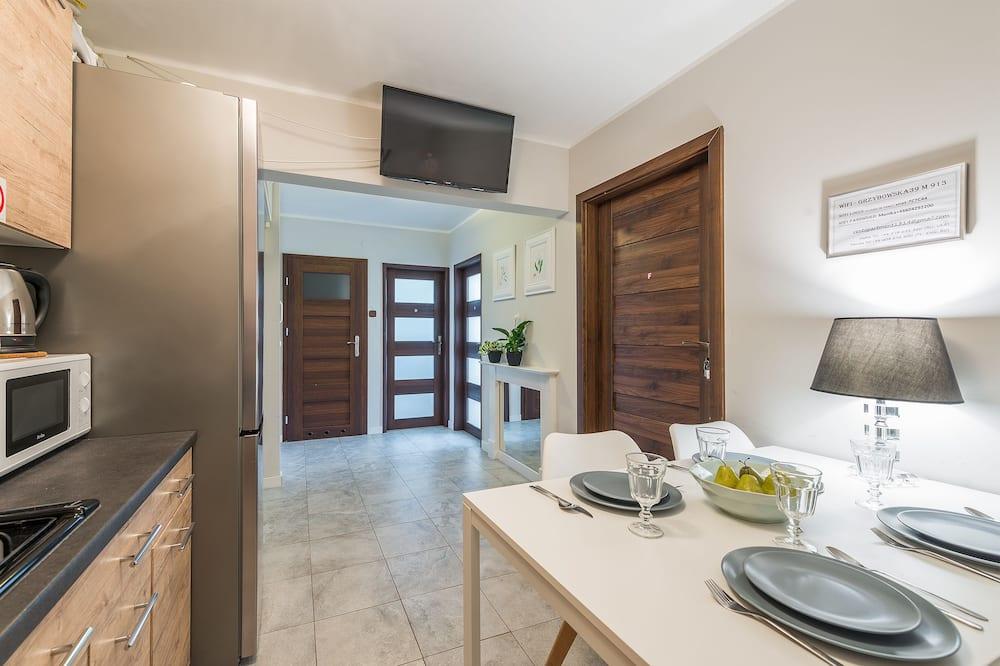 דירה (max 6  person) - אזור אוכל בחדר