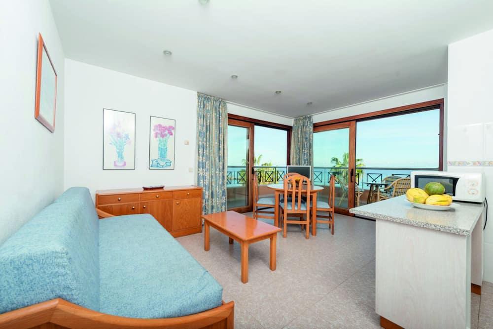 Deluxe Apartment, Beachfront - Living Room