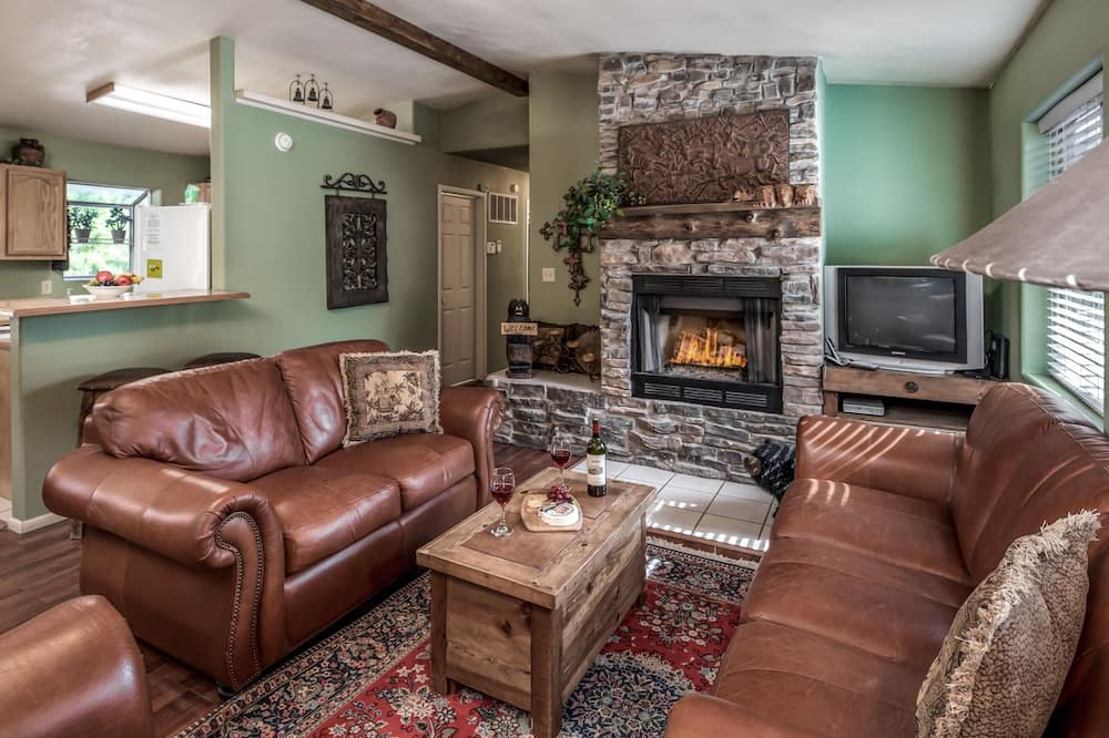 Cabin, 3 Bedrooms, Hot Tub, View - Living Area
