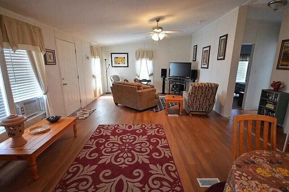 Cabin, 2 Bedrooms, Hot Tub, View - Living Area