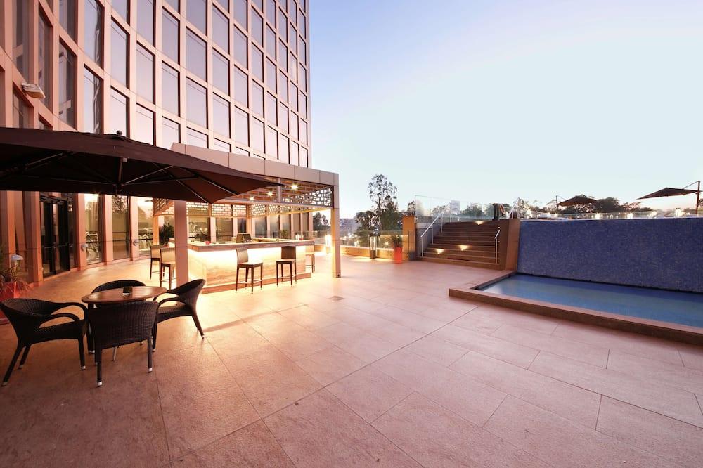 Executive kamer, uitzicht op zwembad (Collection Lounge Access) - Buitenzwembad