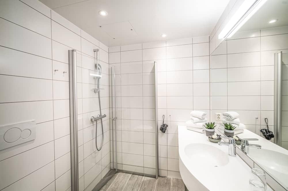 Tek Büyük veya İki Ayrı Yataklı Oda, Teras - Banyo