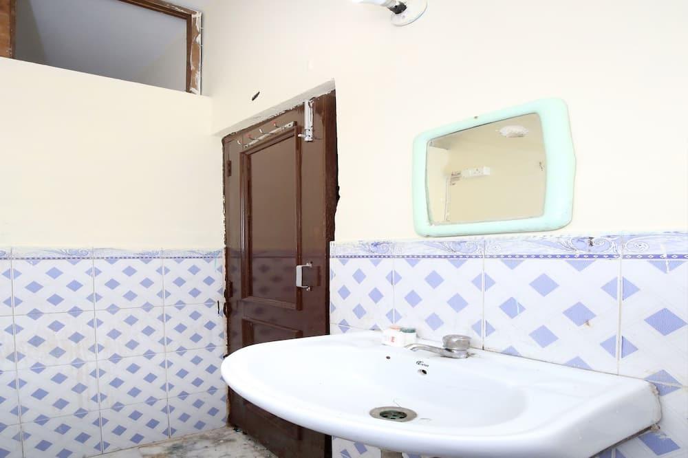 Номер «Классик» - Раковина в ванной комнате