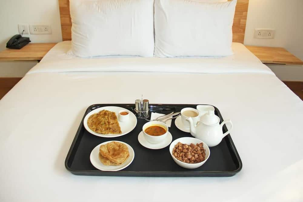 Classic Twin Room - Room Service – Dining