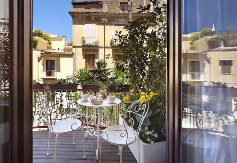 Sorrento Flower Rooms, Sorrent, Zimmer, 1King-Bett, Balkon, Blick auf den Innenhof, Balkon