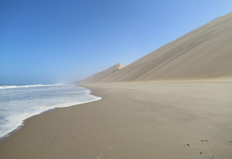 Salty Jackal Backpackers, Swakopmund, Beach