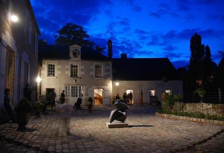 Les Douves, ויזה-סור-לואר, חזית המלון - ערב/לילה