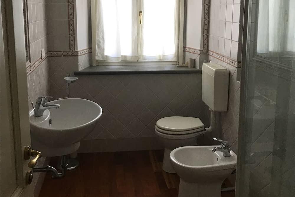 Standard Τρίκλινο Δωμάτιο, Θέα στην Κοιλάδα - Μπάνιο