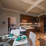 Luxury Apartment, Non Smoking, Lake View - Living Area