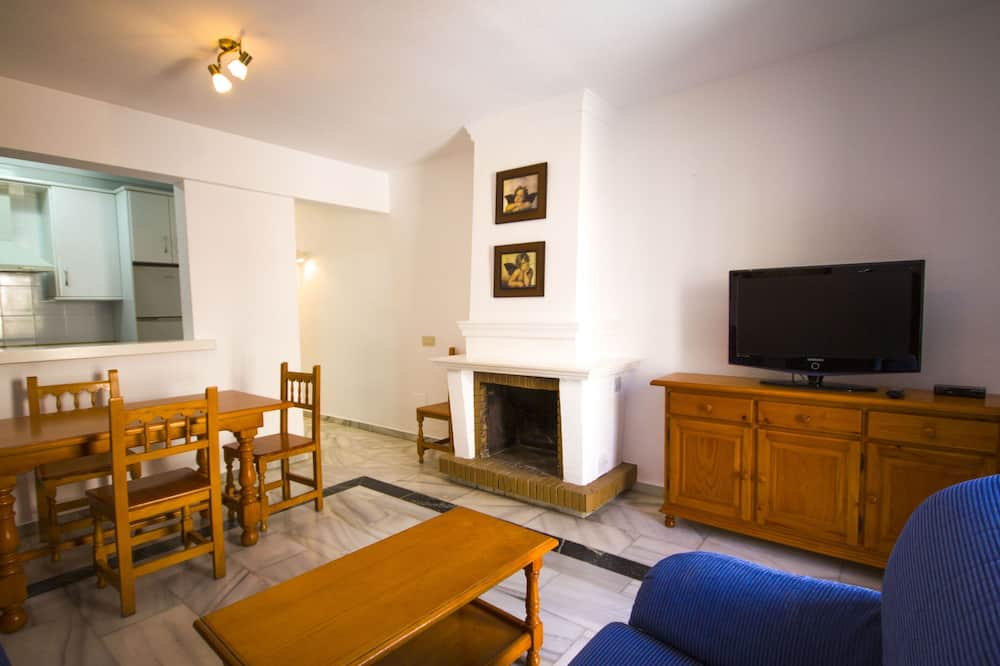Apartment, 3 Bedrooms, Terrace, Pool View - Living Area