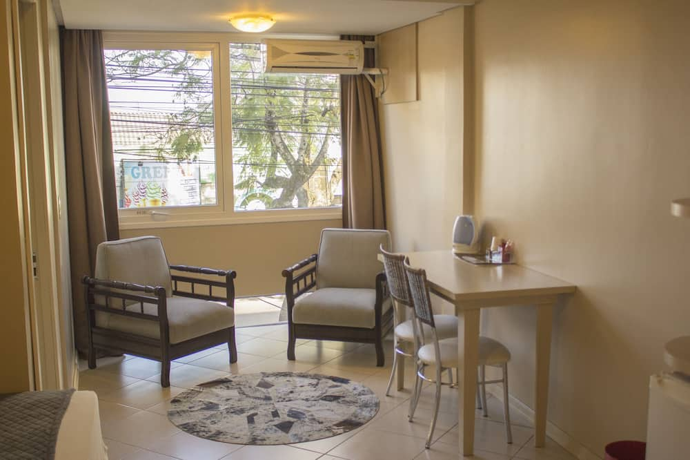 غرفة تنفيذية - منطقة المعيشة