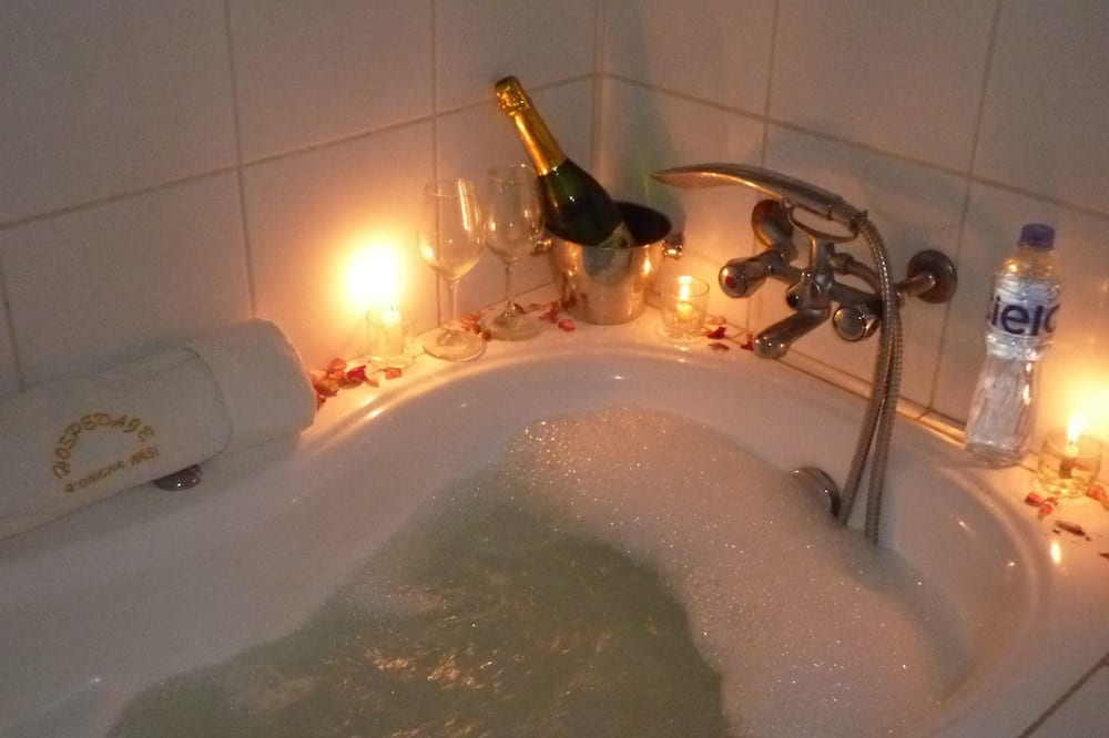 Superior Suite - Jetted Tub
