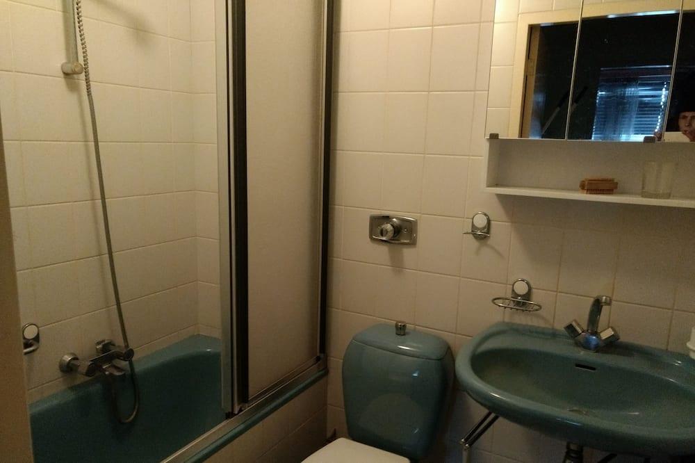 Kambarys su pagrindiniais patogumais - Vonios kambarys