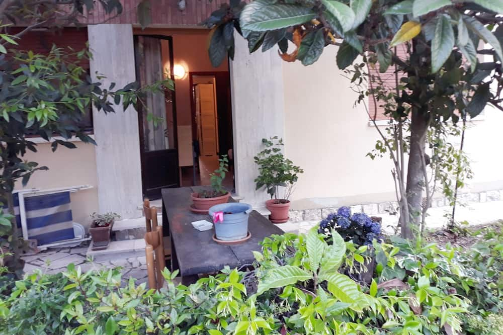 Triple Room, 1 Bedroom, Shared Bathroom, Garden Area - Garden View