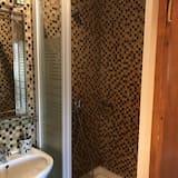 Dreibettzimmer - Dusche im Bad