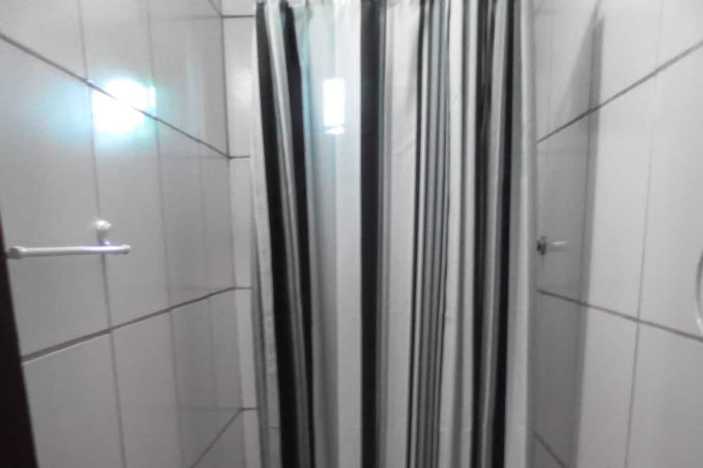 חדר מעונות משותף אקונומי - חדר רחצה