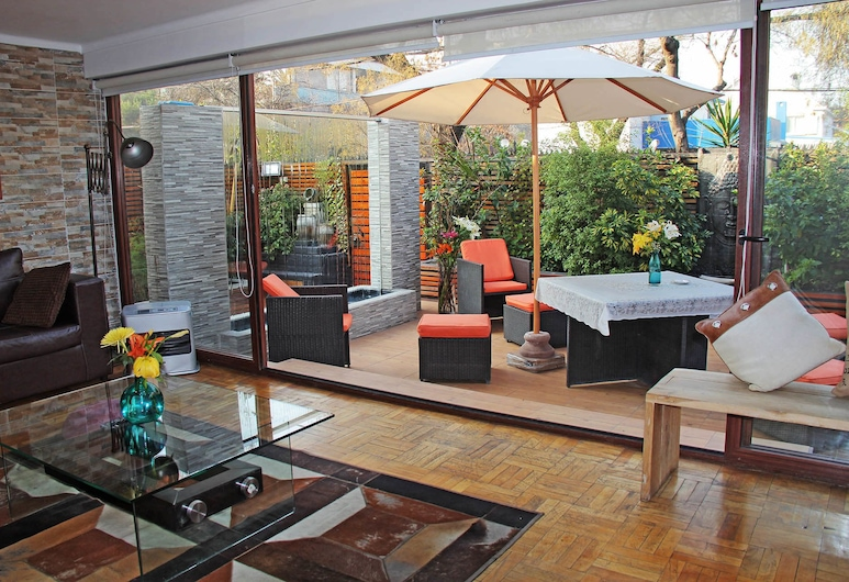 Edelweiss Bed and Breakfast Boutique, Santiago, Taras/patio