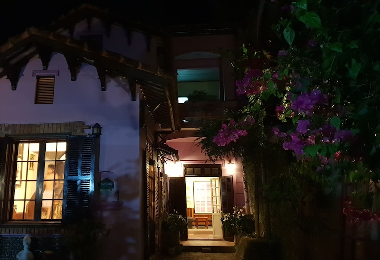 The Casting Homestay, Hue