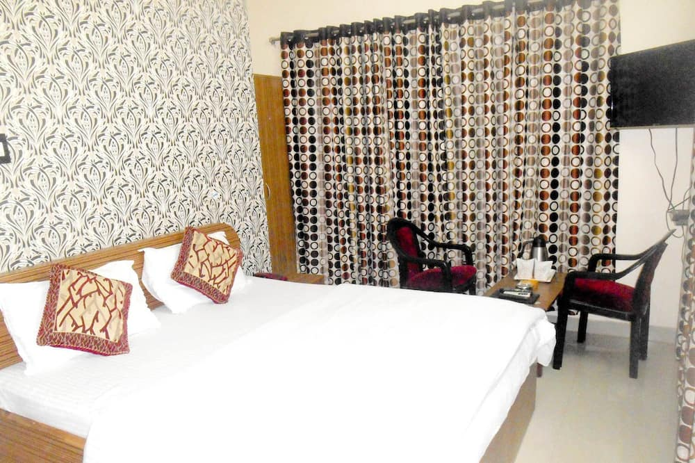 Semi Deluxe - Guest Room