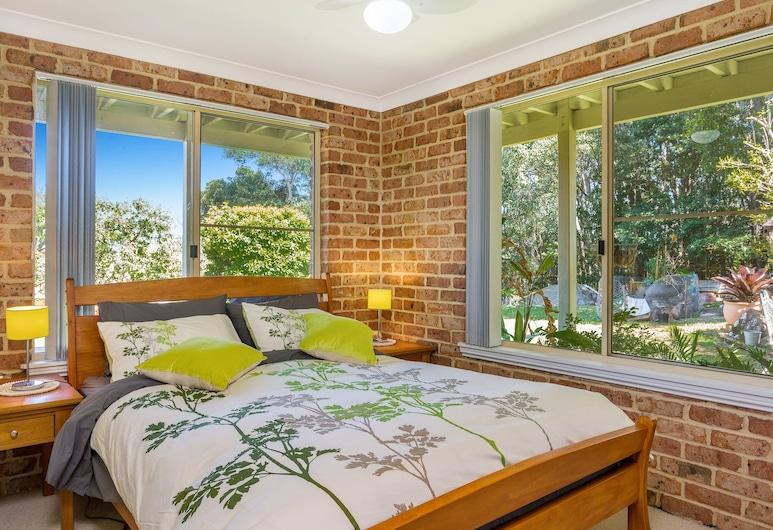 Chez Boulders, Lennox Head, Suite estudio económica, 1 cama de matrimonio con sofá cama, vistas al jardín, Habitación
