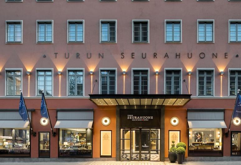 Solo Sokos Hotel Turun Seurahuone, Turku, Viešbučio fasadas vakare / naktį