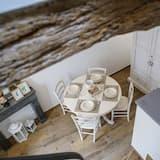 Elite Duplex, Balcony - Tempat Makan dalam Bilik