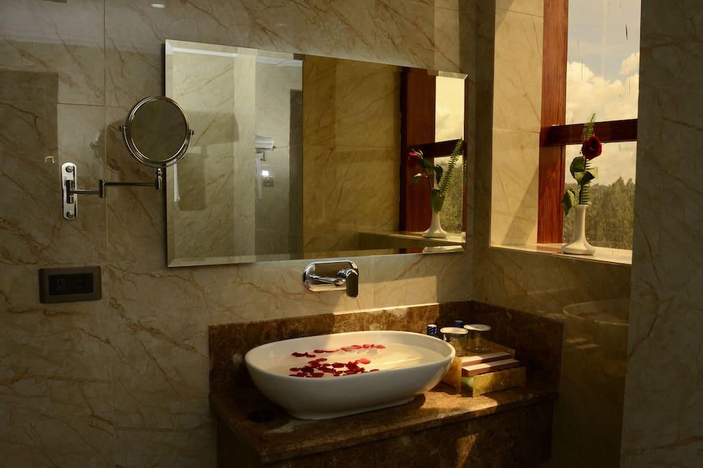Номер «Superior» (1 двоспальне або 2 односпальних ліжка) - Ванна кімната