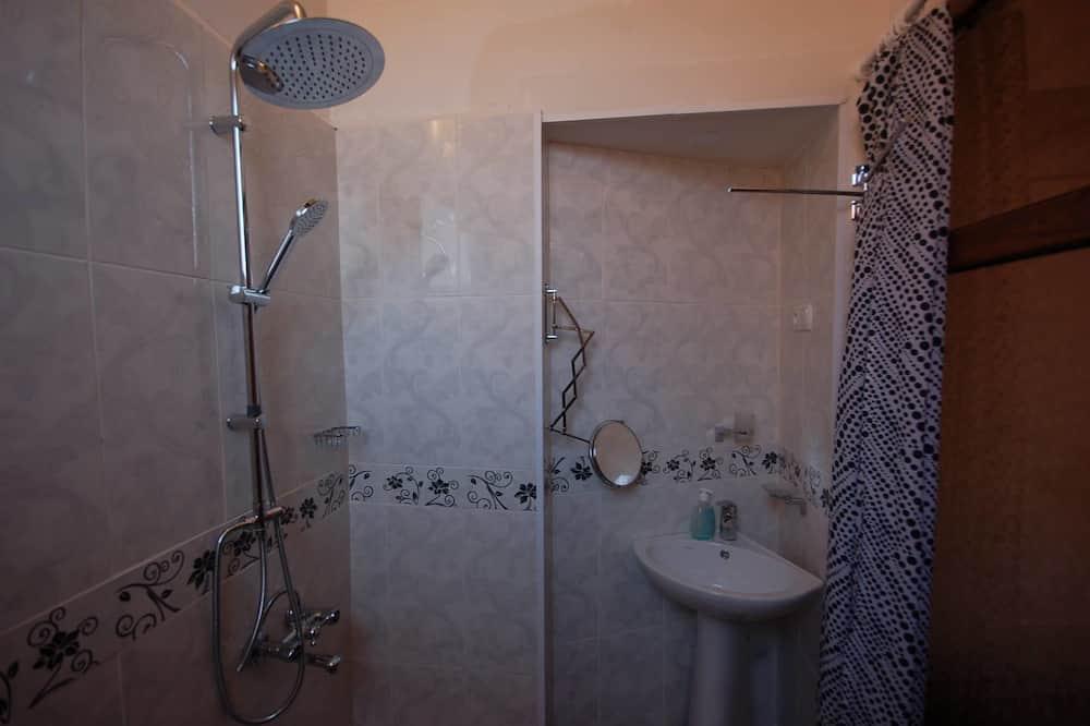 舒適雙人房, 1 張特大雙人床, 陽台, 山景 - 浴室淋浴