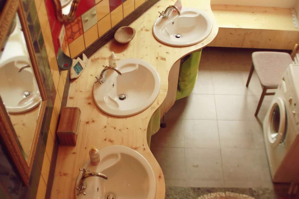 Wspólny pokój wieloosobowy, Wiele łóżek, wspólna łazienka (Rishikesh) - Łazienka