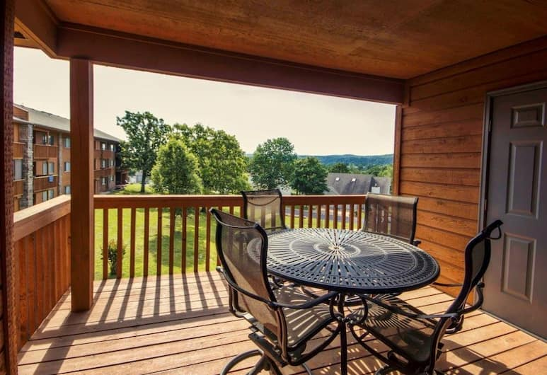 Indoor Outdoor Pools Hot Tub Free Wifi Close To The Strip Pointe Royale#1077951 2 Bedroom Condo, Branson, Condo, 2 Bedrooms, Balcony ( Indoor Outdoor Pools | Hot Tub | Fre), Porch