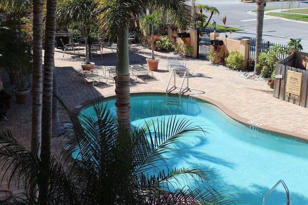 Condo, 2 Bedrooms, Kitchen - Outdoor Pool