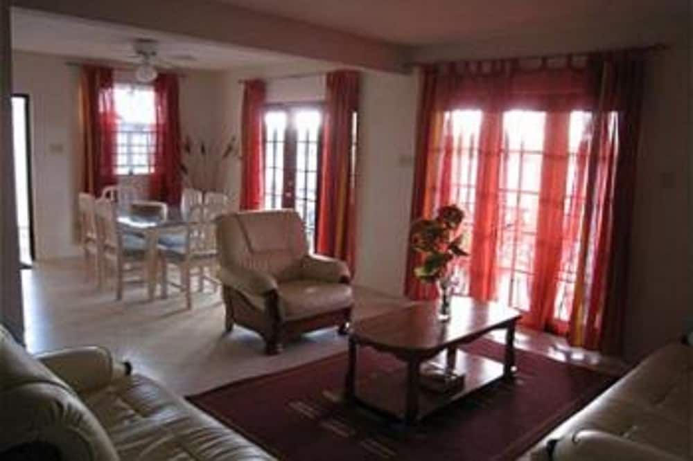 House, 3 Bedrooms, Private Pool - Living Area