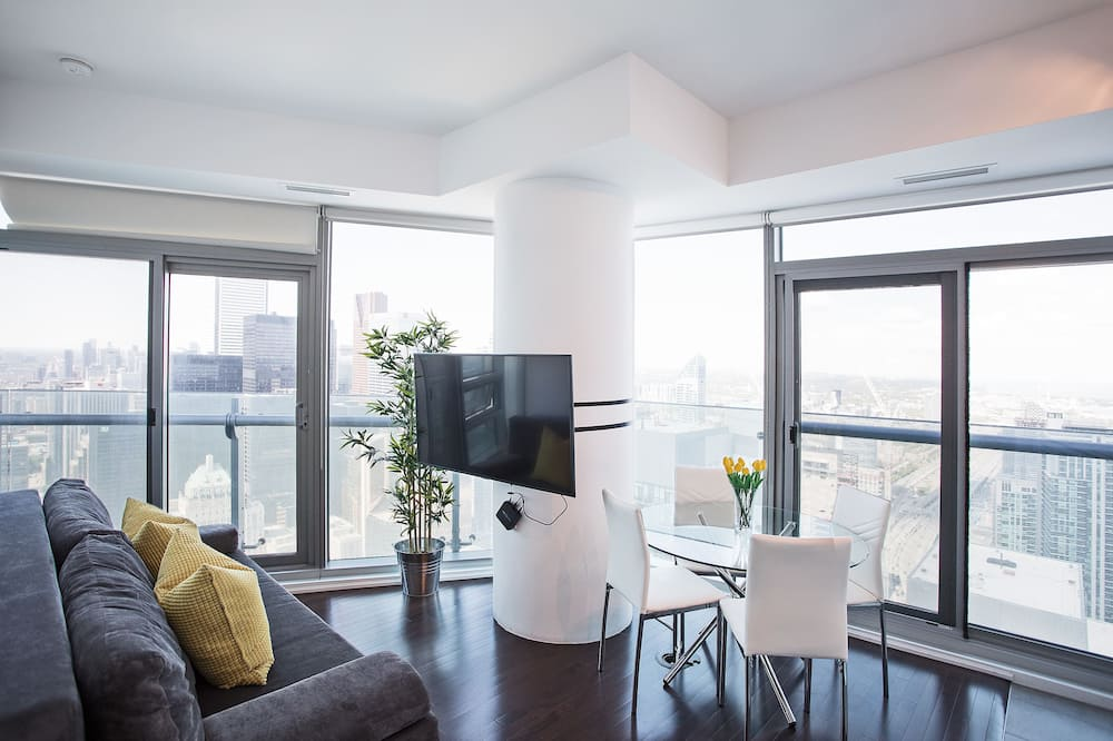 Premium Condo, 1 Bedroom, Lake View, Corner - Living Area