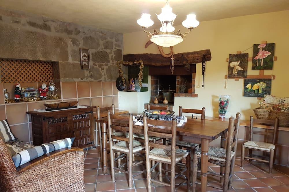 בית, 4 חדרי שינה - אזור אוכל בחדר