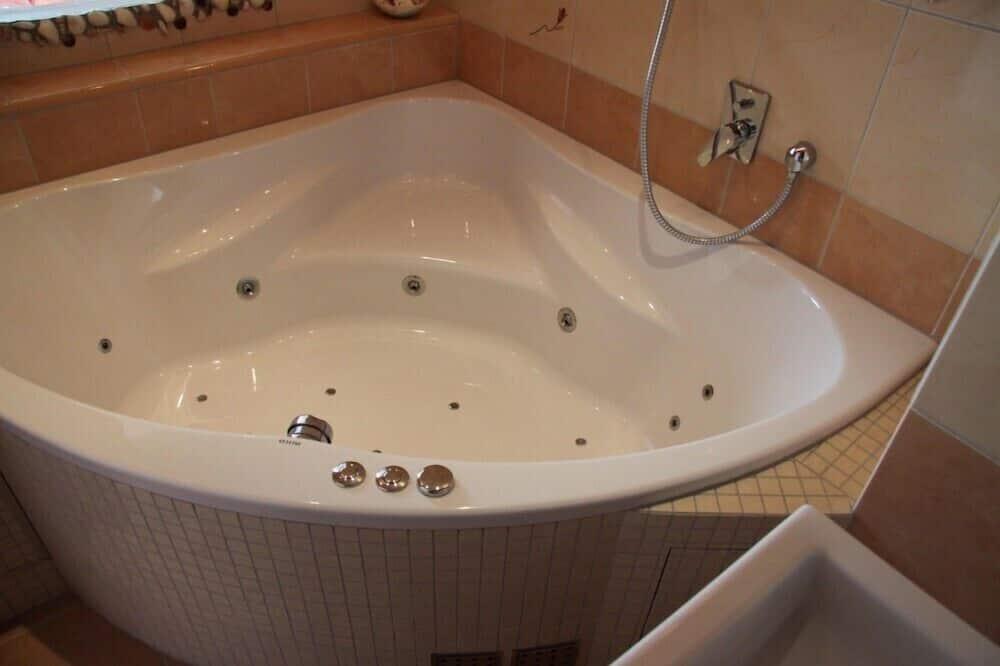 Double Room, 1 Double Bed, Hot Tub - Bathroom