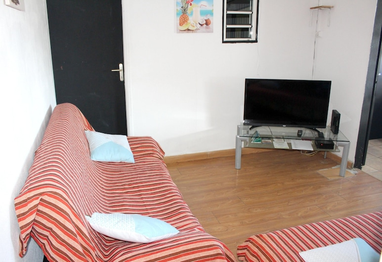 House With 2 Bedrooms in Saint-gilles les Bains, With Enclosed Garden and Wifi - 500 m From the Beach, סן-פול, סלון
