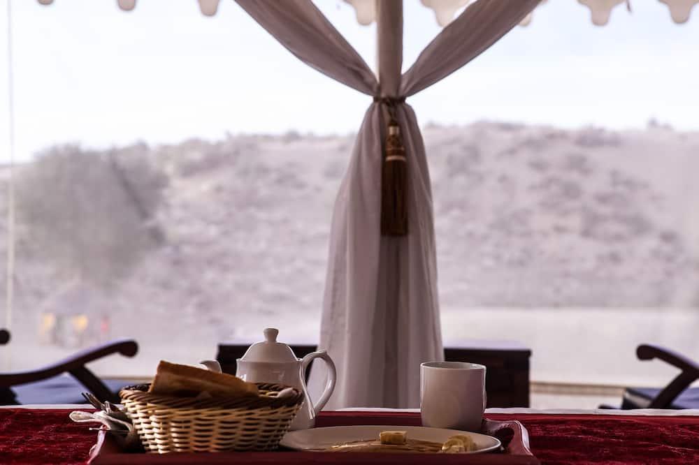 Luxury Tent - In-Room Dining