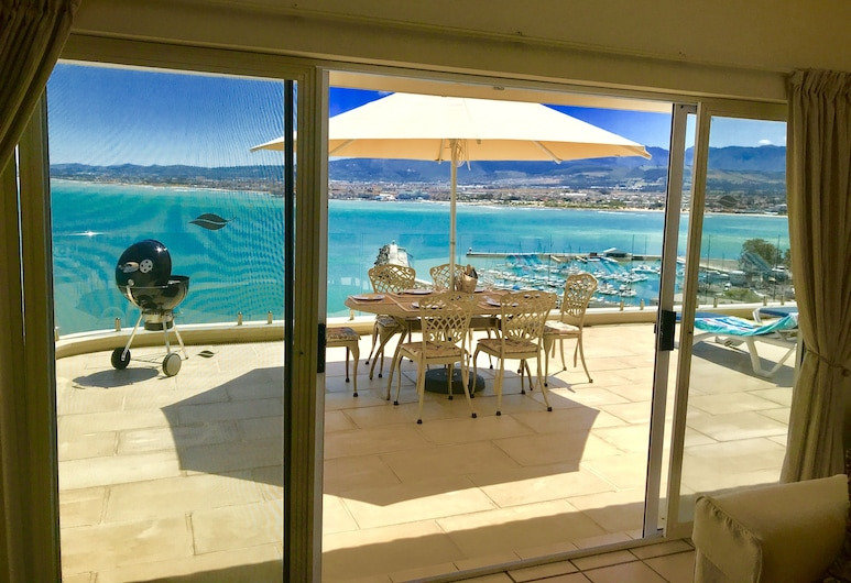Ocean View Holiday Apartments, Cape Town, 1 x 2 bedroom Luxury Apartment with Private Pool , Living Area