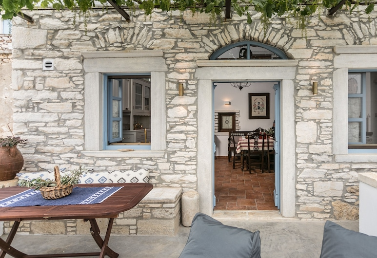 Traditional Inn Pirethron, Naxos, Front of property