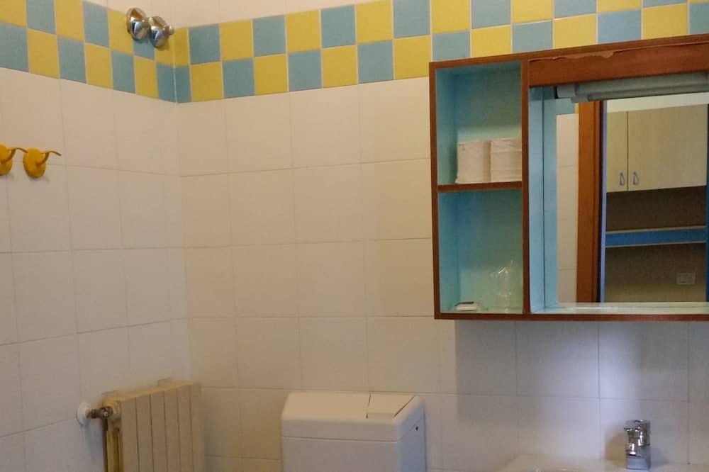Chambre, plusieurs lits (room 5) - Salle de bain