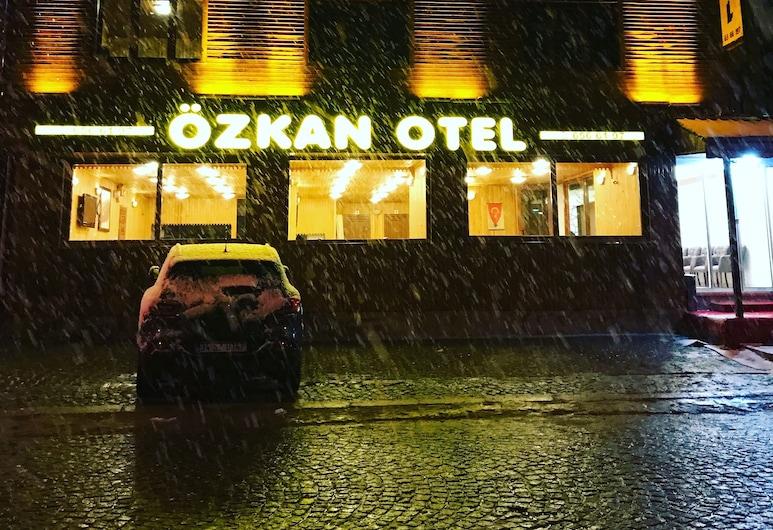 Ozkan Hotel, Çaykara, Facciata hotel (sera/notte)