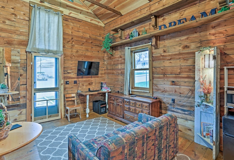 'historic Ice House' in the Heart of DT Keystone!, Keystone, Living Room