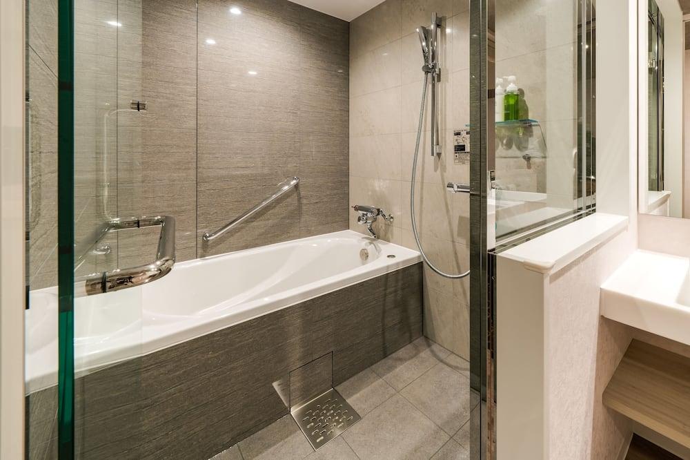 Superior Double Room (Twin Use) - Bathroom