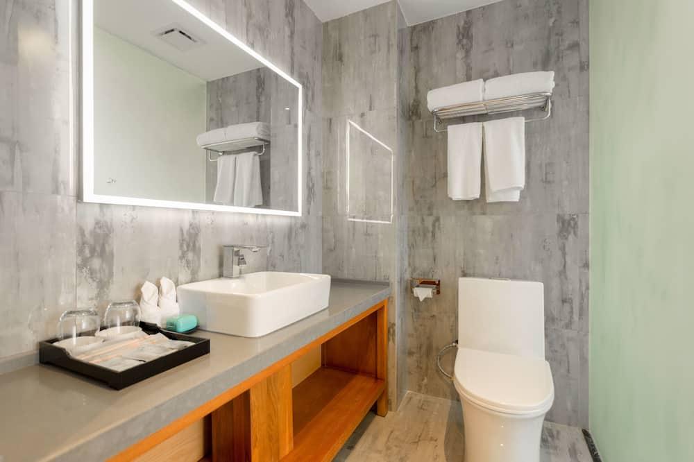 Elite Twin Room, 1 Bedroom, Lanai, Garden Area - Bathroom