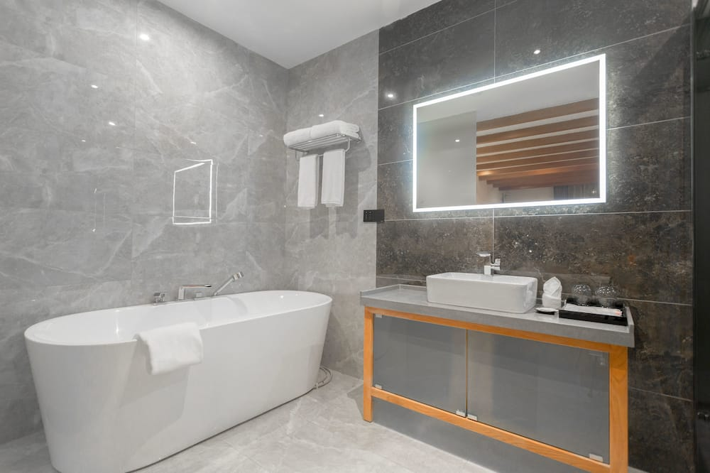 Romantic Room, Balcony, Garden Area - Bathroom